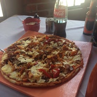 Photo taken at Gombos Pizza salida celaya by Xime G. on 8/8/2015