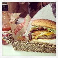 4/14/2013 tarihinde Nihat B.ziyaretçi tarafından Egg & Burger'de çekilen fotoğraf