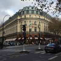 Photo taken at Boulevard de la Madeleine by Jorge K. on 11/10/2014