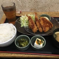 Photo taken at 焼魚食堂 魚角 学芸大学店 by koku y. on 2/16/2017