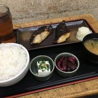 Photo taken at 焼魚食堂 魚角 学芸大学店 by koku y. on 2/21/2017