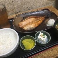 Photo taken at 焼魚食堂 魚角 学芸大学店 by koku y. on 3/18/2017