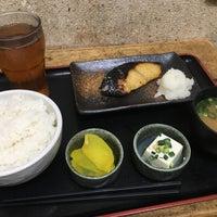 Photo taken at 焼魚食堂 魚角 学芸大学店 by koku y. on 3/7/2017