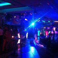 Foto tomada en Bar Street por Aytac T. el 10/12/2013