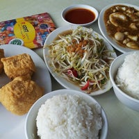Photo taken at D'Cost Seafood by dhimas a. on 8/25/2013
