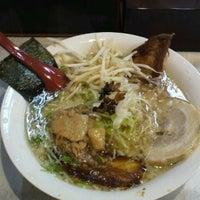 Photo taken at 魂のチャーシュー麺 麺処 清水 by ユキ 奏. on 6/24/2013