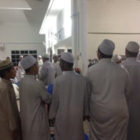 Photo taken at Masjid Abu Bakar Al-Siddiq by Nurridhwan A. on 8/13/2015