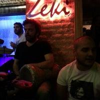 7/26/2013 tarihinde Demet B.ziyaretçi tarafından Zeki Bar'de çekilen fotoğraf