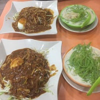 Photo taken at Restoran Rojak & Cendol by Mas I. on 5/13/2017