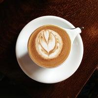 Das Foto wurde bei Intelligentsia Coffee von Tho K. am 7/21/2013 aufgenommen