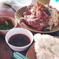 Photo taken at ไก่ย่าง วิเชียรบุรี by Theeratch J. on 11/27/2013