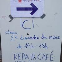 Photo taken at Repair Café Schaerbeek by Maïté A. on 4/13/2014