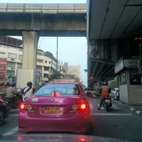 Photo taken at Ratchathewi Intersection by Chalermrat Benten K. on 10/11/2012