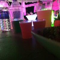 Das Foto wurde bei Cesars Night Club von TC Serpil E. am 6/23/2018 aufgenommen