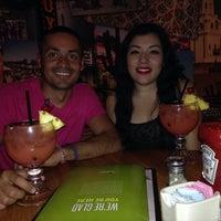 Photo taken at Applebee's Neighborhood Grill & Bar by Flaco R. on 4/13/2014