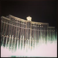 Foto tirada no(a) Fountains of Bellagio por Tyler em 3/30/2013