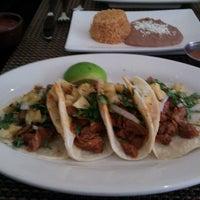 Foto tirada no(a) Two Lizards Mexican Bar & Grill por Mari M. em 7/10/2013