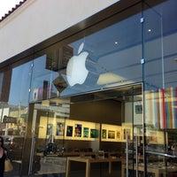Photo taken at Apple Chestnut Street by Pierre D. on 4/21/2013