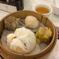 Photo taken at 華星海鮮酒家 by Mikico T. on 5/11/2014
