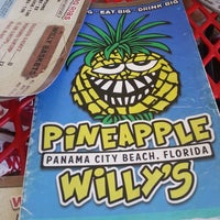 Foto tomada en Pineapple Willy's  por Rodney B. el 6/19/2013