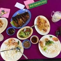Photo taken at Restoran Aroma Ikan Bakar, Jeram Kuala Selangor by Farhalina on 5/19/2017
