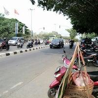 Photo taken at Perempatan Cilandak KKO (Trakindo) by Rifqi D. on 10/19/2013