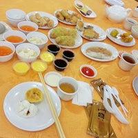 Photo taken at Swatow Seafood Restaurant 汕头海鲜 by Angele N. on 5/10/2013
