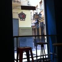 12/9/2012 tarihinde Rocio Q.ziyaretçi tarafından El Último Mono Juice & Coffee'de çekilen fotoğraf