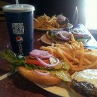 Снимок сделан в Tioli's Crazee Burger пользователем Loc H. 7/16/2013