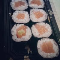 Foto tirada no(a) Sushi Ketsu 榤日本料理 por Ирина Г. em 5/28/2014