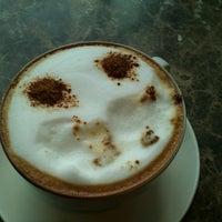 Photo taken at The Coffee Bean & Tea Leaf by Meilyska P. on 10/7/2014