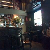 Foto tomada en Café Adonis 1940 por Paula G. el 8/23/2013