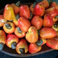 Foto tirada no(a) Kioske Frutas Da Fruta Mercadao por Percy G. em 12/24/2014