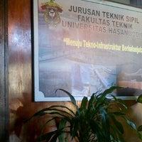 Photo taken at CE 101 Jurusan Sipil Fakultas Teknik Universitas Hasanuddin by mooie r. on 5/21/2012