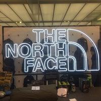 Foto tirada no(a) The North Face por Khalid A. em 1/29/2018