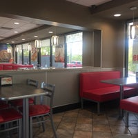 Photo taken at Hardee's by Jeng-Chyang S. on 4/13/2017