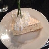 Photo taken at Freshies Restaurant & Bar by Elisabeth S. on 8/30/2014