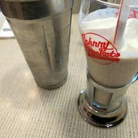 Photo taken at Johnny Rockets by Wes/D on 5/13/2016