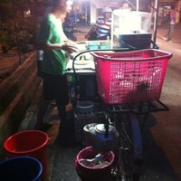 Photo taken at Siam Road Charcoal Char Koay Teow by Karen K. on 6/21/2013