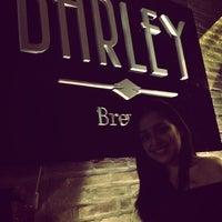 Foto tirada no(a) Barley Brew Pub por Nayara S. em 6/20/2013