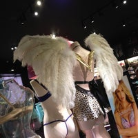 Photo taken at Victoria's Secret PINK by Roberto M. on 6/26/2013