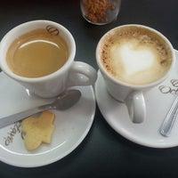 Photo taken at Café da Praça by Cris P. on 3/26/2014