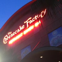 Photo taken at The Cheesecake Factory by Alejo 2. on 7/18/2013