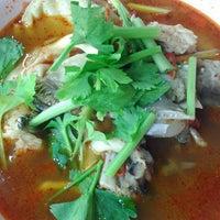 Photo taken at เฮง ข้าวต้มหัวปลา by witty w. on 11/30/2013