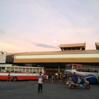 Das Foto wurde bei Khon Kaen Bus Terminal von kugolf2004 am 10/28/2012 aufgenommen