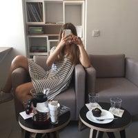 Снимок сделан в First Point Espresso Bar пользователем Lari M. 8/13/2015