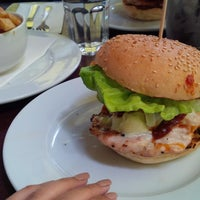 Photo taken at Gourmet Burger Kitchen by عريشا D. on 10/9/2013