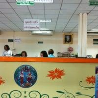 Photo taken at สำนักงานที่ดินจังหวัดนนทบุรี สาขาบางบัวทอง by Pornpimon V. on 2/21/2014