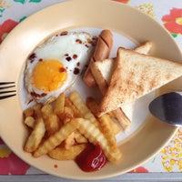 Photo taken at อาหารตามสั่งคุณลุง by Fräulein R. on 9/5/2014