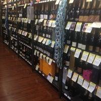 Foto tomada en Total Wine & More por Rosalinda M. el 1/27/2013